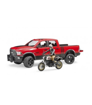 Dodge RAM 2500 Power Wagon Cu Motocicleta Ducati Desert Sled Si Motociclist