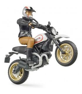 Motocicleta Scrambler Ducati Desert Sled Cu Motociclist