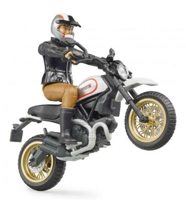 Motocicleta Ducati Desert Sled Cu Motociclist
