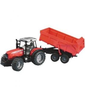 Tractor Massey Ferguson cu remorca